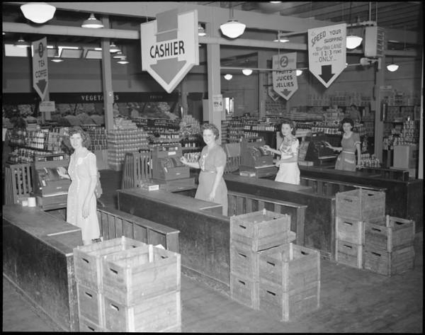 Sklep Tulip Town Market w USA w lipcu 1945 roku