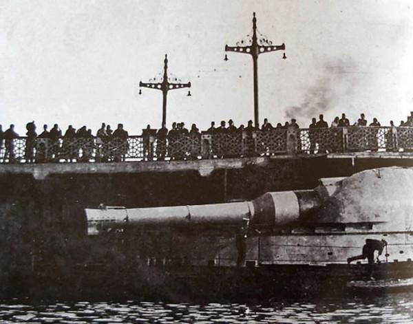 Zbliżenie armaty jednego z okrętów typu M