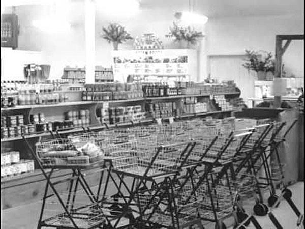 Jedne z pierwszych wózków sklepowych