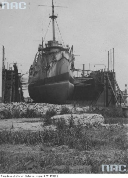 ORP Bałtyk podczas remontu (fot. NAC)