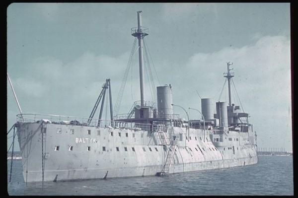 ORP Bałtyk już po zdobyciu przez Niemców (fot. Hugo Jaeger)