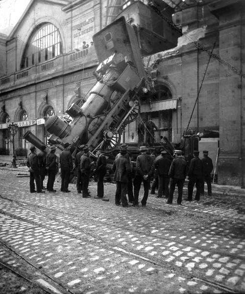 Gare Montparnasse krótko po katastrofie (fot. Roger Viollet)