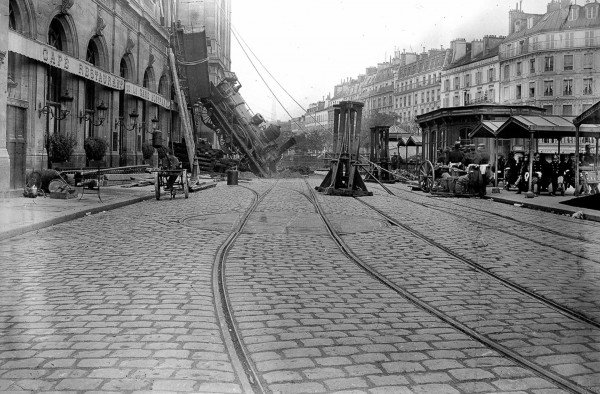 Gare Montparnasse krótko po katastrofie (fot. Henri Roger)