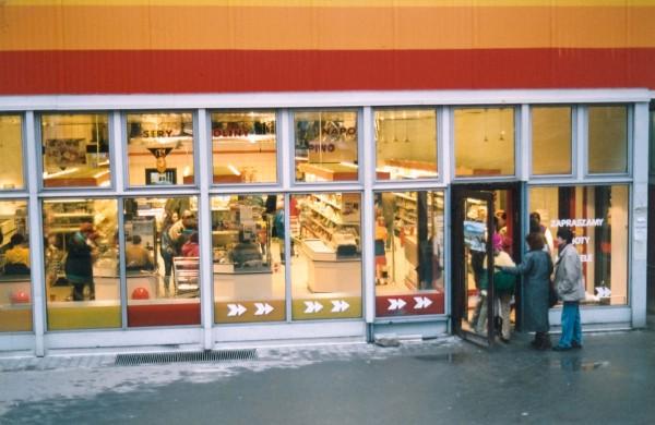 Jeden z pierwszych polskich nowoczesnych supermarketów - Piotr i Paweł, na początku lat 90. (fot. Piotr i Paweł)