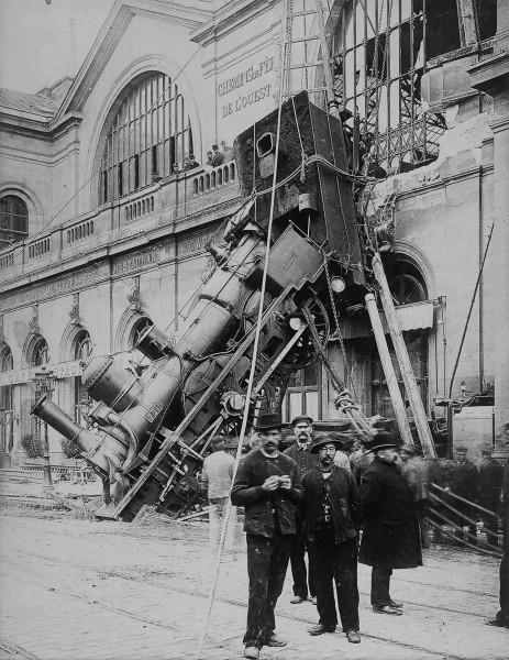 Gare Montparnasse krótko po katastrofie