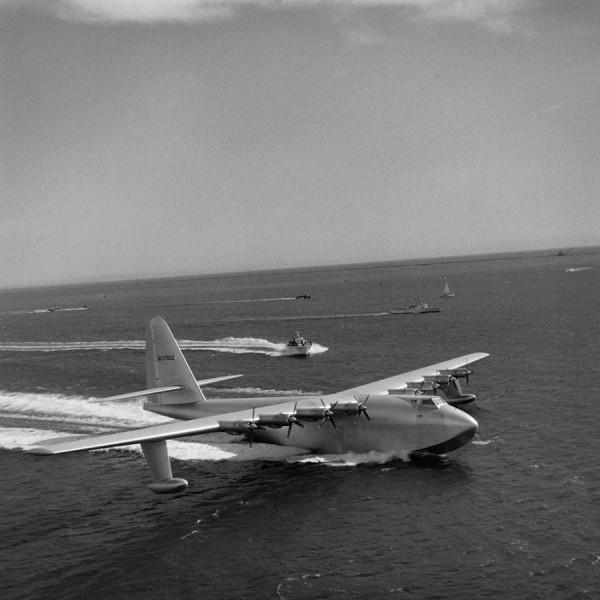 H-4 podczas testów 2 listopada 1947 roku