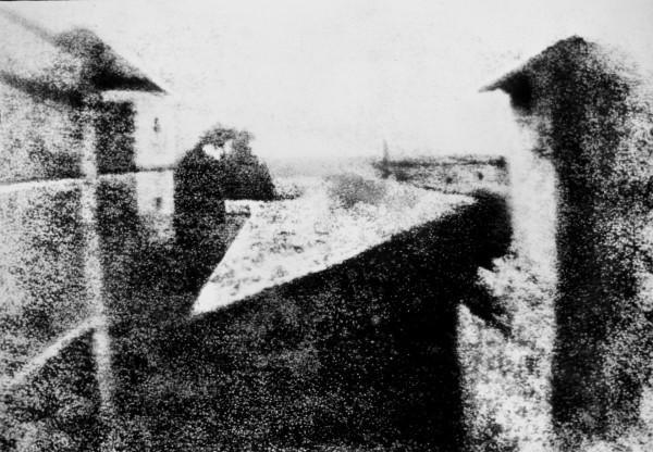 Widok z okna w Le Gras (fot. Joseph Nicéphore Niépce)