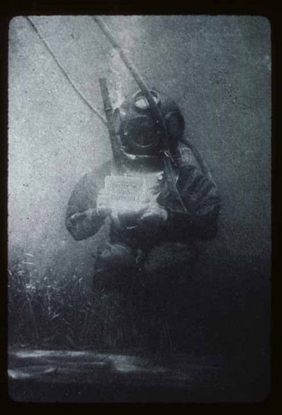Autoportret Louisa Boutana - pierwsze podwodne zdjęcie (fot. Louis Boutan)
