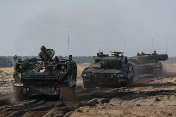 A to już nasze Leopardy 2A4 i transporter medyczny M113 (fot. chor. Rafał Mniedło)