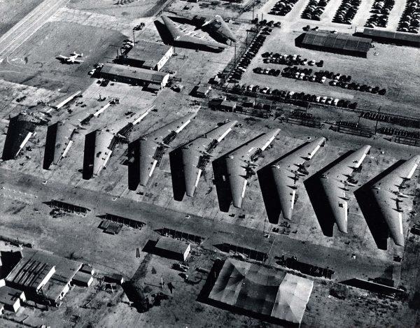Prototypy XB-35 w zakładach Northropa