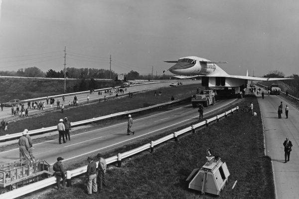 XB-70 w drodze do muzeum Wright-Petterson