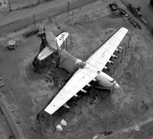 H-4 przed przeniesieniem do nowego hangaru