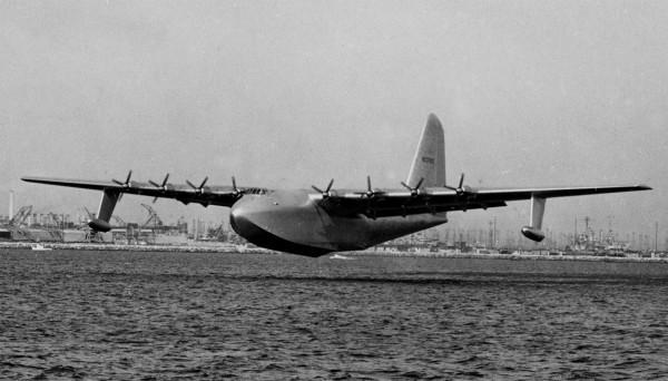 H-4 podczas swojego jedynego krótkiego lotu