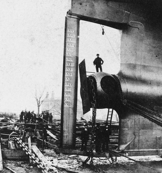 Zakończenie wału śruby napędowej Great Easterne - widać rozmiary statku (fot. National Maritime Museum)