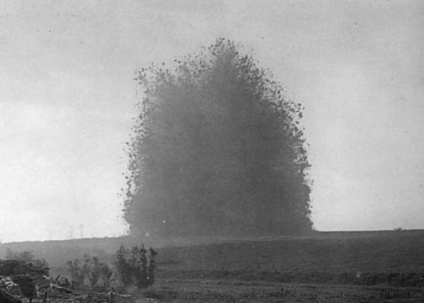 Eksplozja miny podczas Bitwy pod Sommą - często opisywane jako Mina Lochnagar, ale prawdopobnie jest to inna z min wysadzonych tego dnia