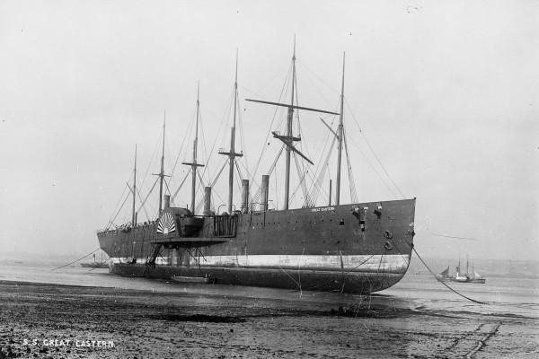 Great Eastern już na plaży czekający na rozbiórkę w 1889 roku