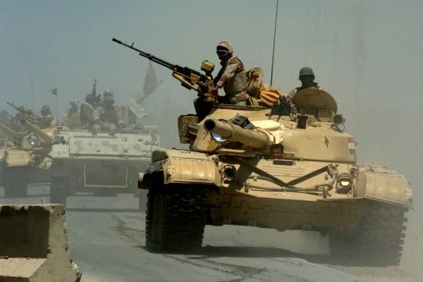 Irackie czołgi T-72 - zdjęcie wykonano 18 maja 2006 roku, ale pojazdy tego typu używano też w 1991 roku (fot. Mate 1st Class Michael Larson)