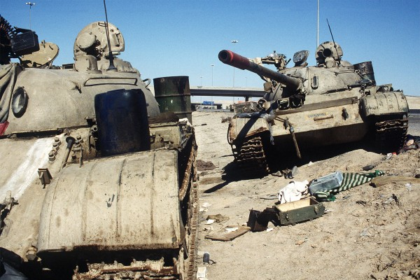 Zniszczone irackie T-55 gdzieś w Kuwejcie