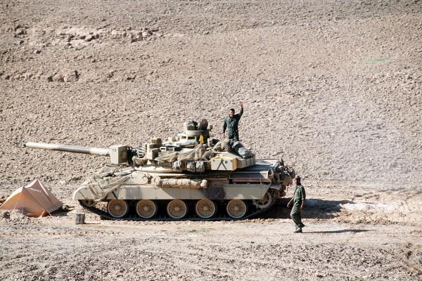 Francuski AMX-30z 6 Lekkiej Dywizji Pancernej w trakcie działań niedaleko miejscowości Al-Salman