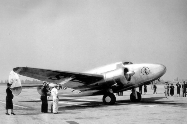 Lockheed L-14 Super Electra należący do LOTu
