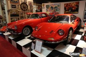 Ferrari 246 GT Dino (1970) i z tyłu Ferrari 250 GT Coupe (1959)