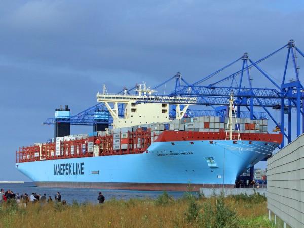 Kontenerowiec Maersk Mc-Kinney Møller typu Tripple-E w Gdańsku w 2013 roku - jeden z największych tego typu statków na świecie. Do czasu zbudowania MSC Oscar był wraz z siostrzanymi jednostkami największymi kontenerowcami świata (fot. duolook.pl)