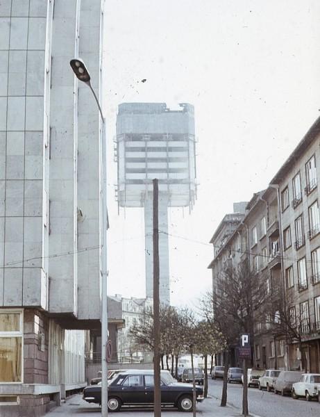 Wieżowiec KNSB podczas budowy około 1977 roku (fot. reddit.com)