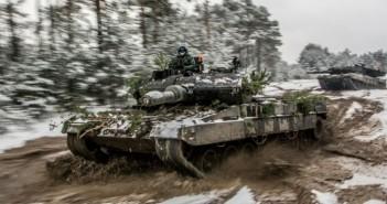 Polskie Leopardy 2A5 na ćwiczeniach