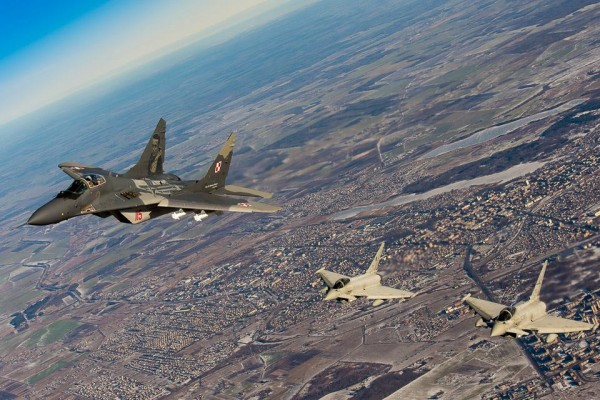 Polski MiG-29 i włoski Eurofighter Typhoon (fot. CC DO RSZ)