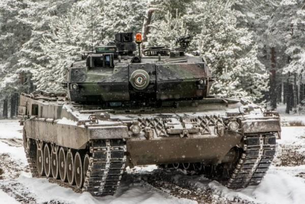 Polskie Leopardy 2A5 podczas szkolenia w lutym (Fot. chor. Rafał Mniedło)