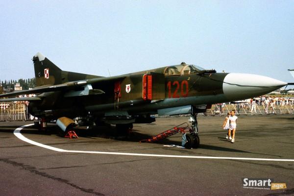 MiG-23 podczas pokazów w Poznaniu w 1989 roku (fot. Rafał Banach)