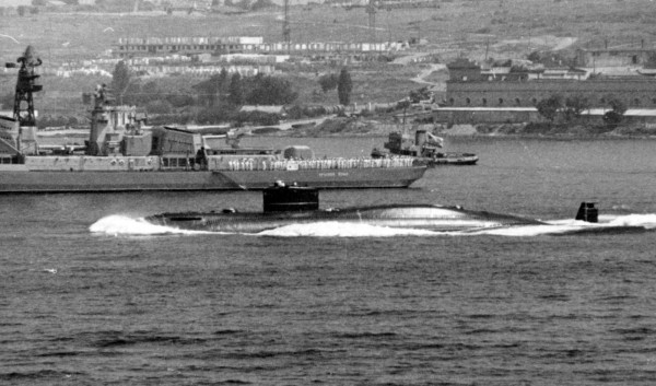 Okręt typu 690 podczas służby