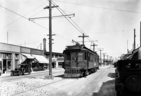 Tramwaj Pacific Electric na Newport Beach's Balboa Peninsula w 1928 roku (fot. USC Digital Library)