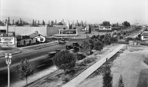 Los Angeles Miracle Mile w 1929 roku (fot. USC Digital Library)