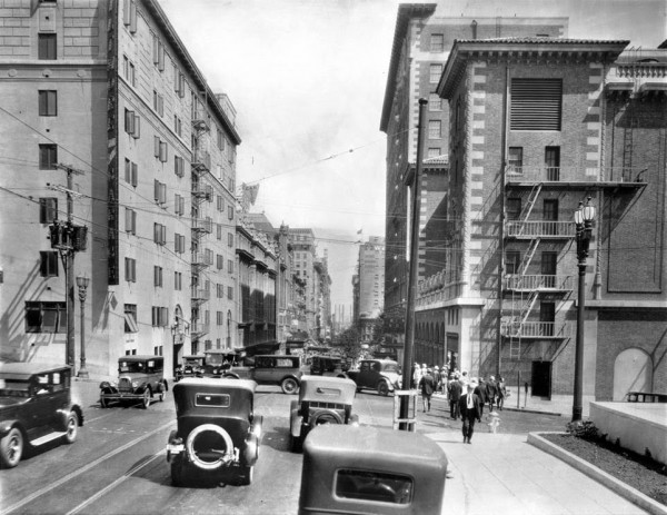 Los Angeles, widok z Grand Avenue na Fifth Street,t około 1927 roku (fot. USC Digital Library)