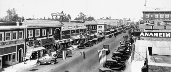 Anaheim, Center Street (dzisiaj Lincoln Avenue) w 1925 roku(fot. USC Digital Library)