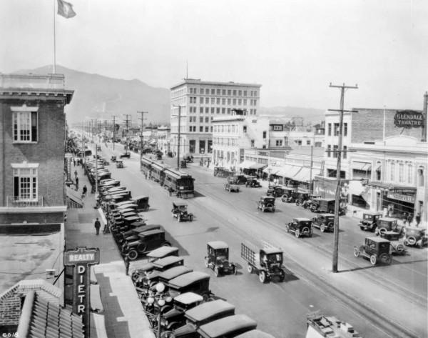 Brand Blvd. w Glendale w 1926 roku (fot. USC Digital Library)