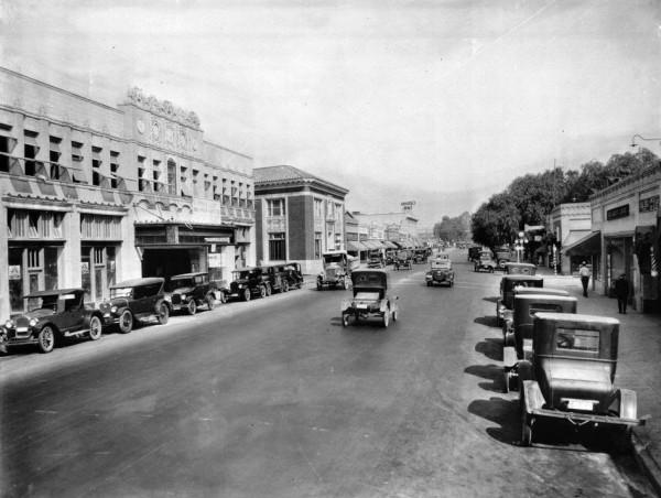 Lankershim Blvd. i teatr El Portal w 1926 roku (fot. USC Digital Library)