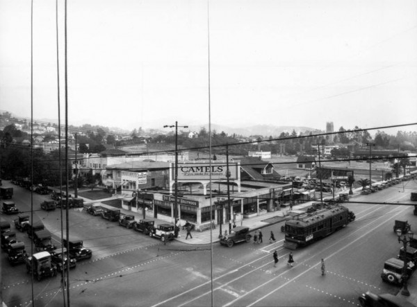 Hollywood Boulevard i Vine Street w Los Angeles - 1927 rok (fot. USC Digital Library)