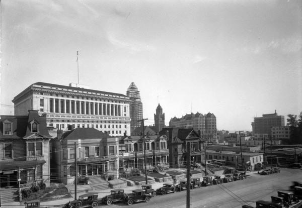 Ratusz i główne budynki administracyjne w Los Angeles około 1927 roku (fot. USC Digital Library)