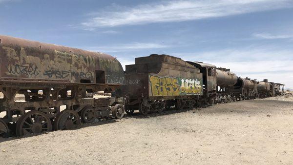 Cmentarzysko pociągów w Uyuni (fot. Marco Ebreo)