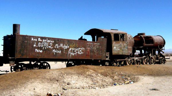 Cmentarzysko pociągów w Uyuni (fot. LBM1948/Wikimedia Commons)
