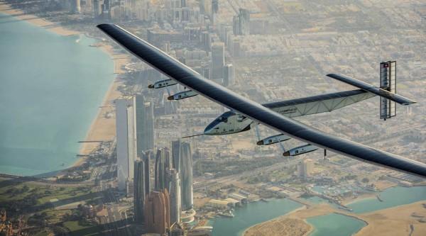 Solar Impulse 2 podczas lotu testowego na początku marca