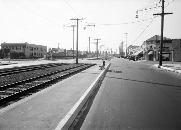 Skrzyżowanie Venice Blvd i 5th Ave w 1929 roku (fot. USC Digital Library)