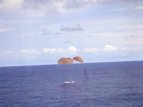 Apollo 13 podczas wodowania