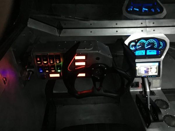 Wnętrze Ripsaw EV2