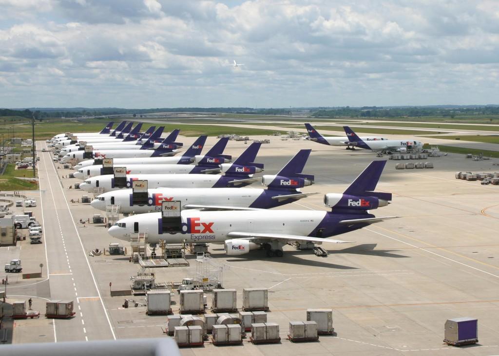 Samoloty FedEx w Indianapolis (fot. airlinespottersforum.com)