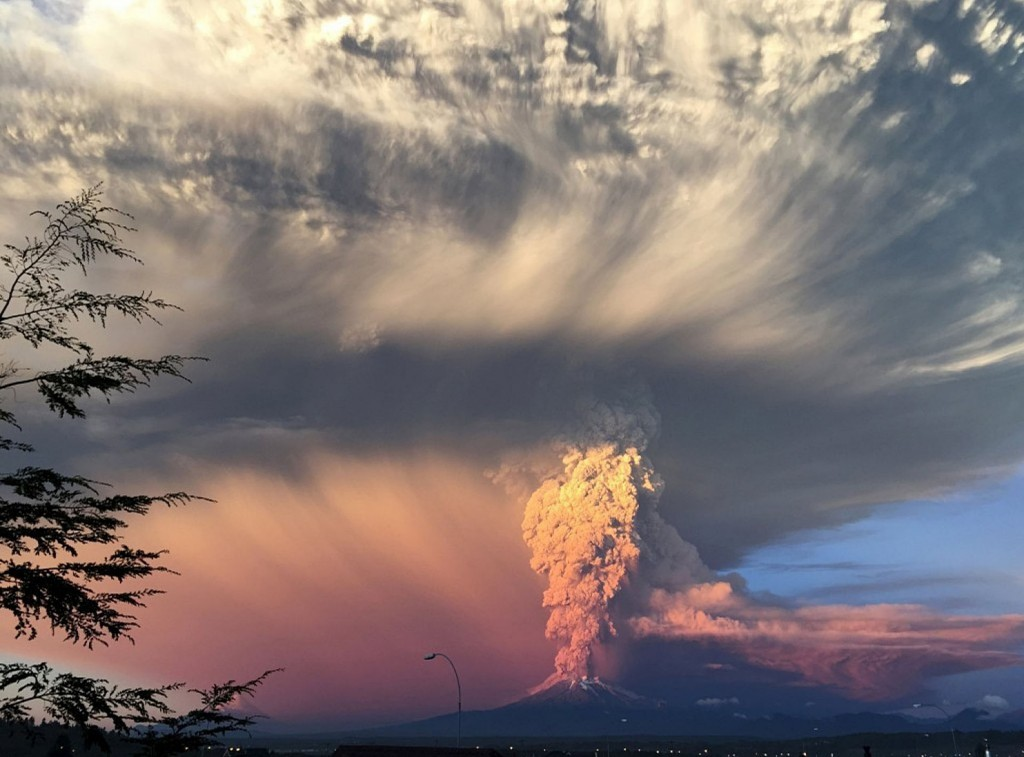 Erupcja wulkanu Calbuco (fot. Rafael Arenas)