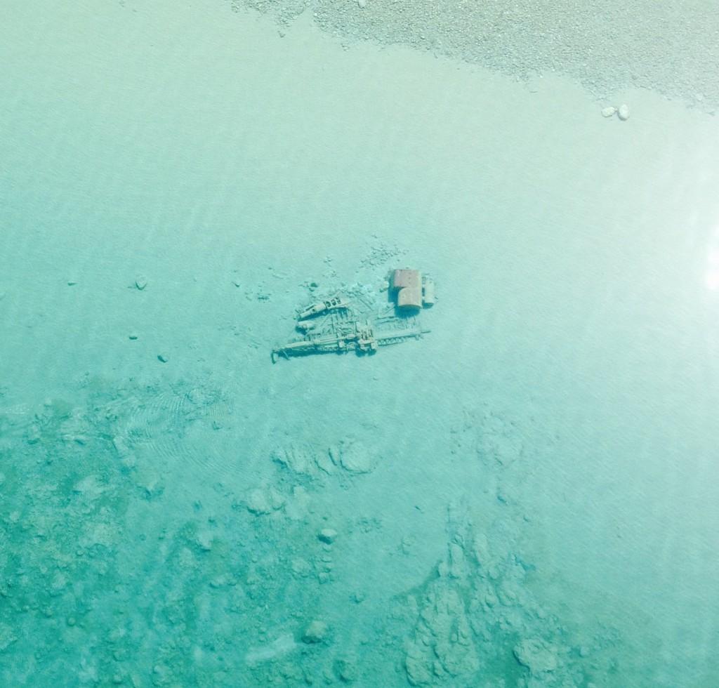 40-metrowy wrak parowca Rising Sun niedaleko Pyramid Point. Statek zatonął 29 października 1917 roku. Wrak znajduje się na głębokości około 4 metrów (fot. U.S. Coast Guard Air Station Traverse City)