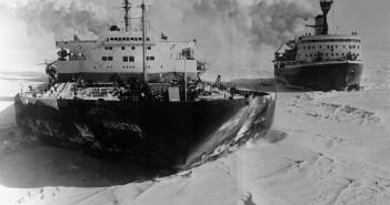 Tankowiec SS Manhattan na Morzu Baffina. W tle widać lodołamacz CCGS Louis S. St-Laurent. Zdjęcie wykonano 22 maja 1970 roku.